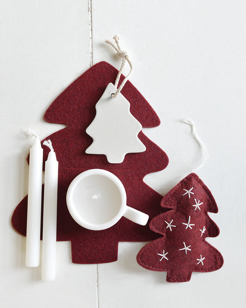 5 CRANBERRY RED FELT CHRISTMAS TREE ORNAMENTS