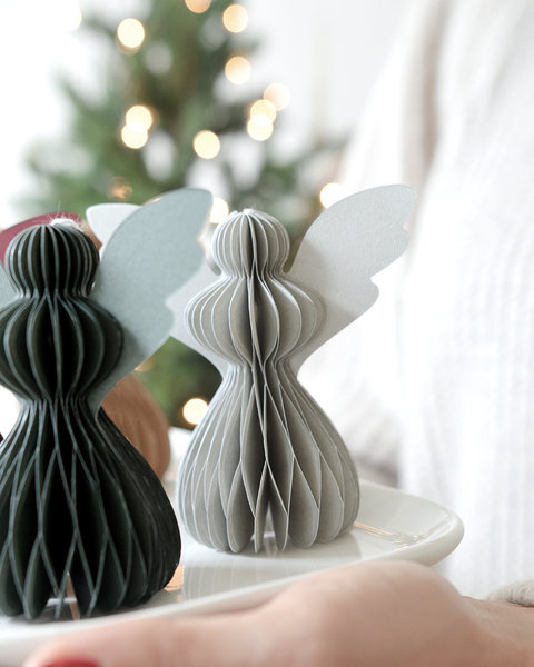 5 PINE GREEN PAPER ORNAMENTS WITH MAGNET CLOSURE