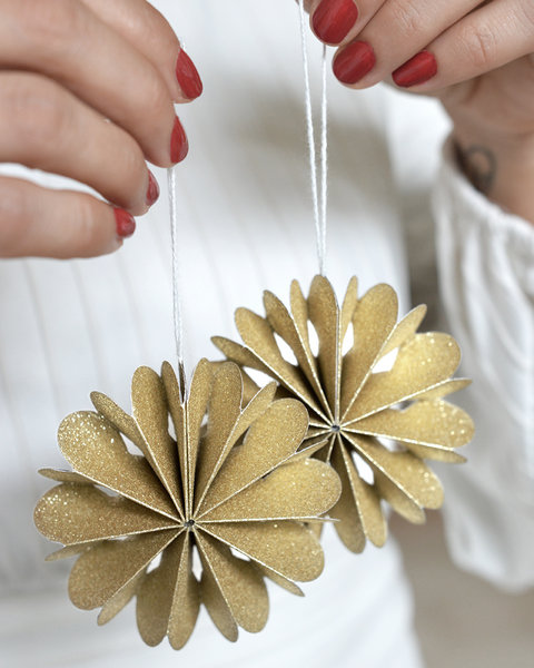 10 GOLD SPARKLE PAPER FLOWER ORNAMENTS