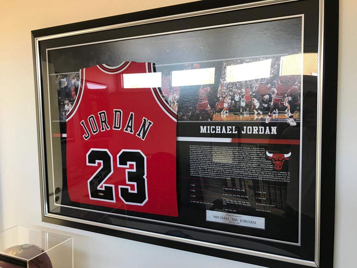 Gesigneerd shirt van Michael Jordan
