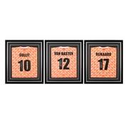 De Hand Van Maradona Van Basten, Rijkaard en Gullit gesigneerde EK'88 shirts in standaard frames