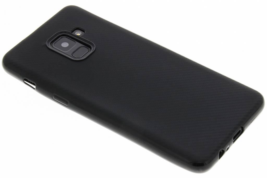 Zwart Carbon siliconen hoesje voor de Samsung Galaxy A8 (2018)