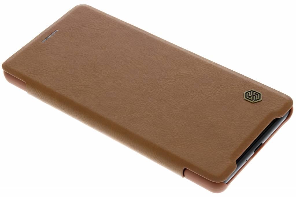 Nillkin Bruine Qin Leather slim booktype voor de Sony Xperia XZ2
