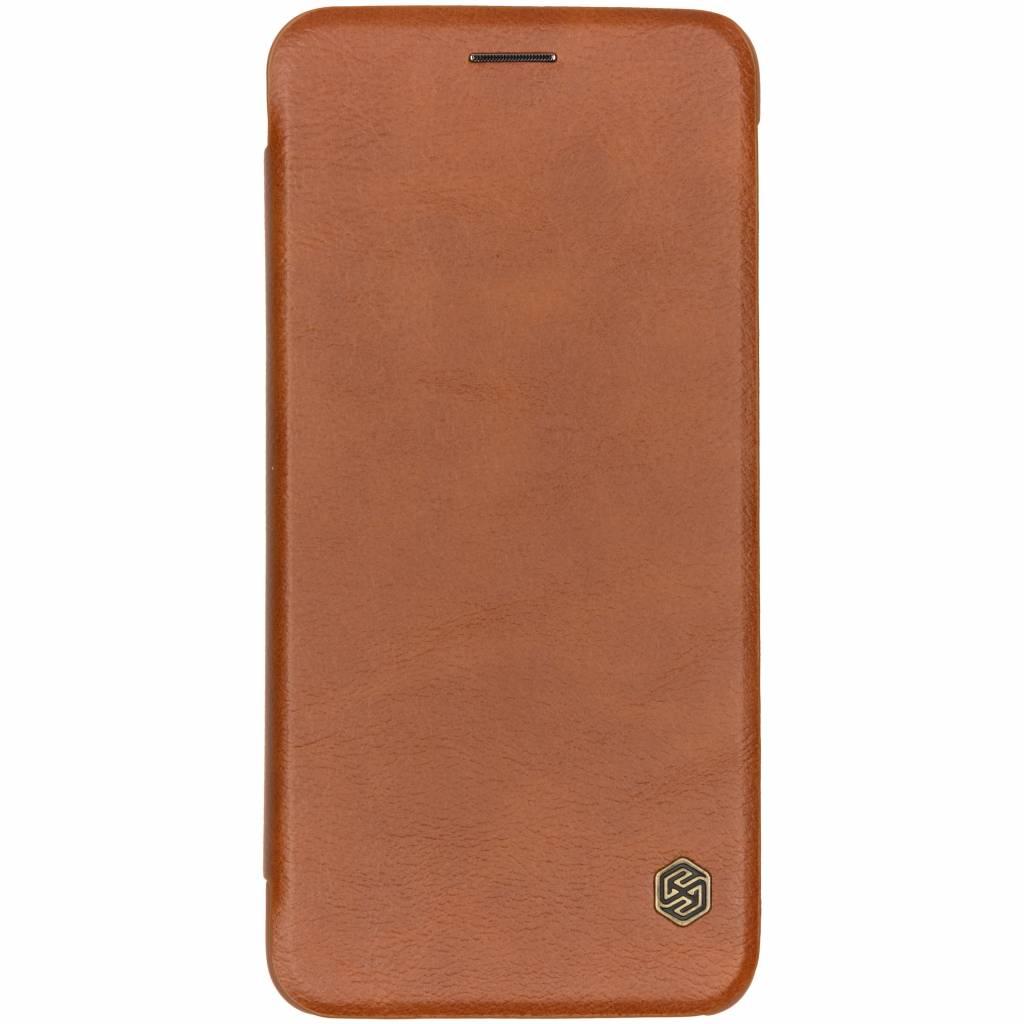 Nillkin Bruine Qin Leather Slim Booktype voor de Samsung Galaxy A7 (2018)