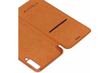 Nillkin Qin Leather Slim Booktype voor Samsung Galaxy A7 (2018) - Bruin