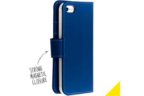 Accezz Wallet Softcase Booktype voor iPhone SE / 5 / 5s - Donkerblauw