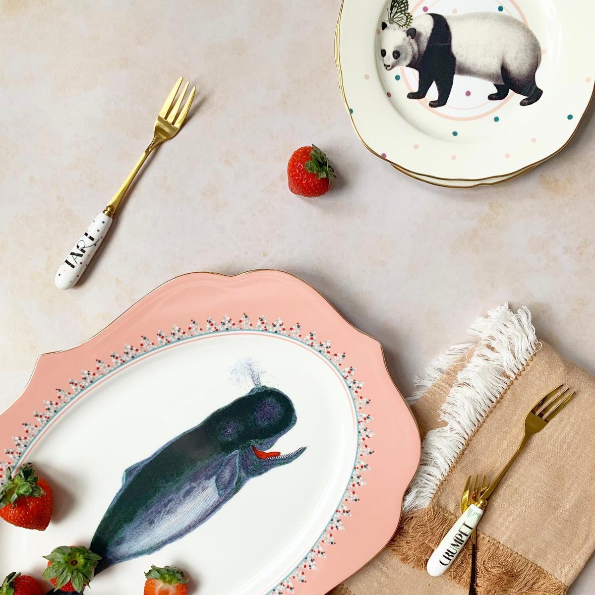 Yvonne Ellen London Yvonne Ellen - Carnival Animal  - Platter 36 cm- Whale - Bone China