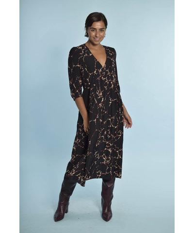 Een Ba&sh jurk met Toral Shoes laarzen