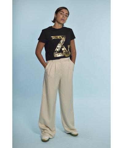 Heerlijke broek in off white kleur met Zadig & Voltaire T-shirt