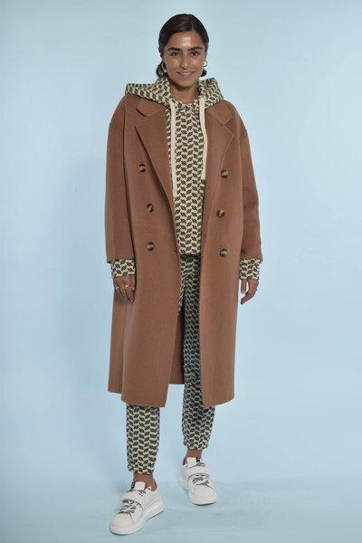 10Days Oatmeal look met lange Camel jas