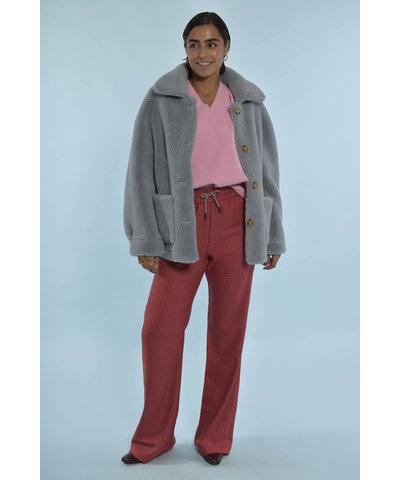 Essentiel Antwerp look met Studio AR teddy jas