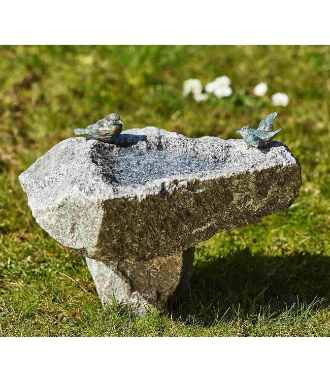 Schwarzwald-Vogeltränke mit Sockel und Bronzevögel