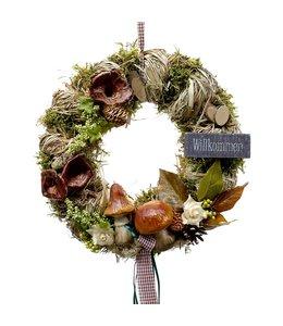 Türkranz aus Stroh mit Pilzen und Willkommen-Schild