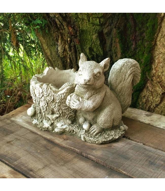 """Steinfigur """"Eichhörnchen-Blumentopf"""" mit Antik-Patina für den Landhausgarten"""