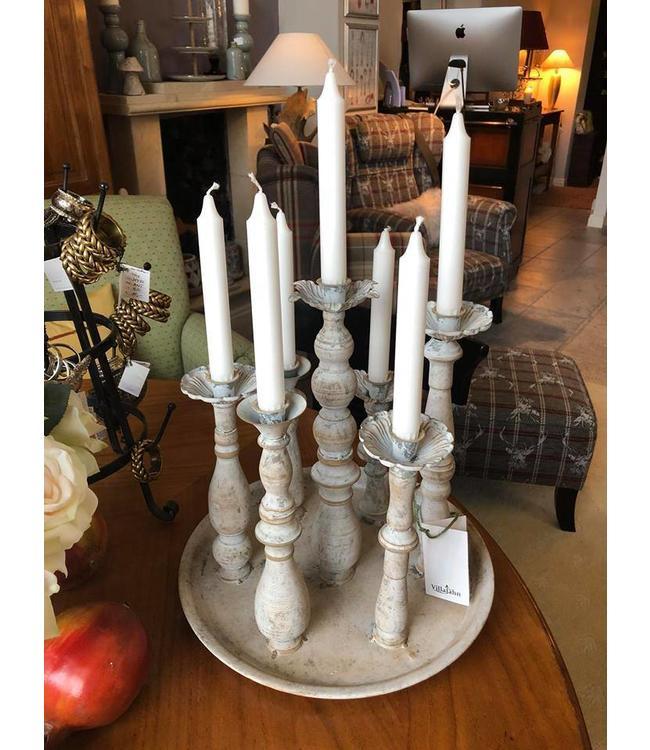 Kerzenständer auf Tablett