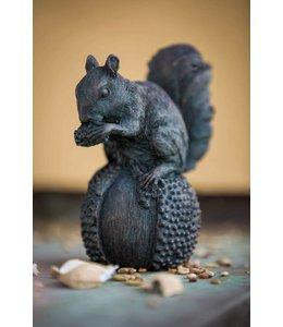 Pfiffiges Eichhörnchen für Ihren Garten