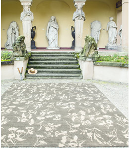 "Teppich ""Laliguras Grande"" bei Villa Jähn in Dresden"