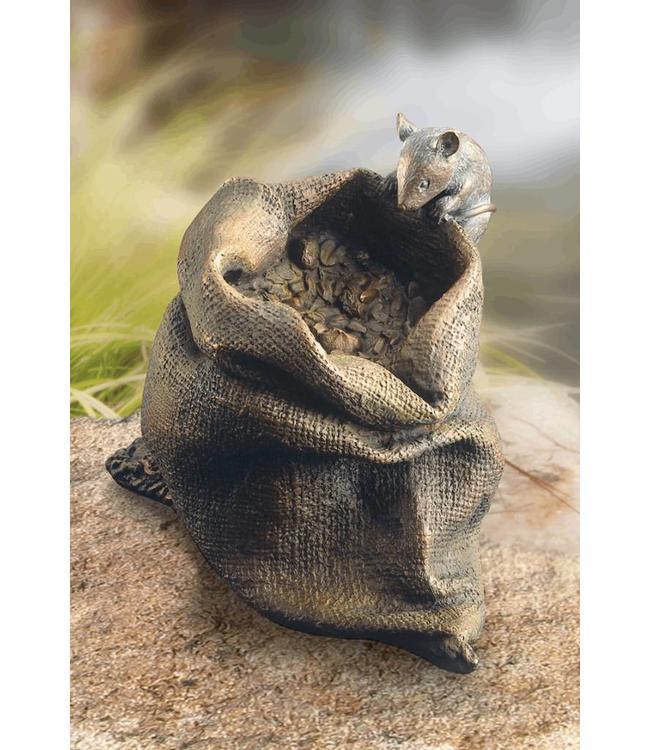 Maus auf Körnersack Bronze