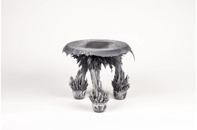 Jólan van der Wiel Gravity Stool - Black & white