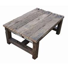 Salontafel van oude houten balken