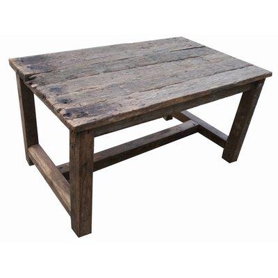 Eettafel van oude houten balken