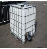 IBC Wassertank Neu 1000 l auf Stahl/PE-Palette mit Weidetränke und Verbindungsset.