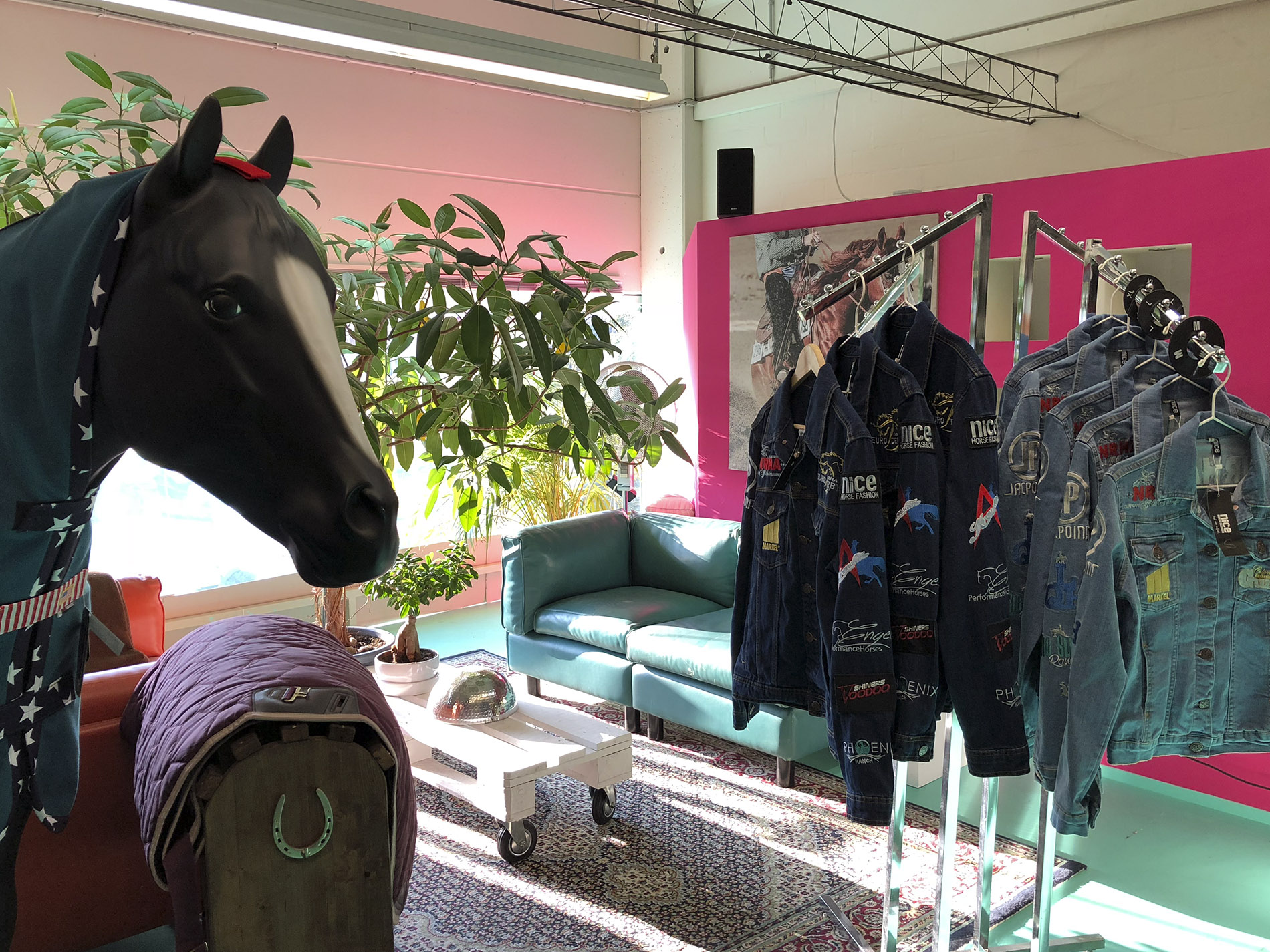 Nice Horse Fashion Factory Store