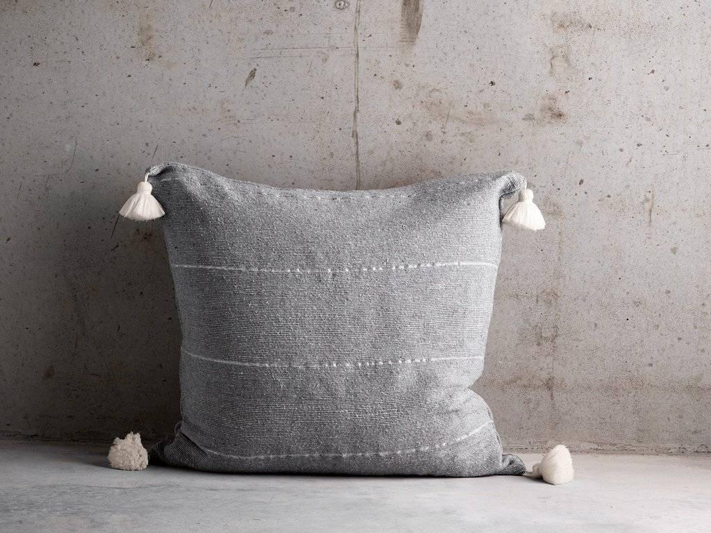 TineKHome Housse de coussin en coton avec pompons - gris - 60x60cm - TinekHome