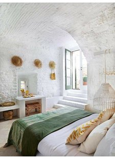 The secret of a boho ibiza styling is in the details and the materials used - source photos Pinterest