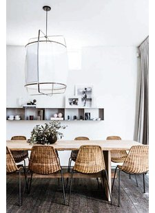 The timeless ay Illuminate Z1 pendant lamp, rattan natural chairs, a natural (hemp)rug and a lovely personal wall decoration in balanced color tones - seen at pinterest