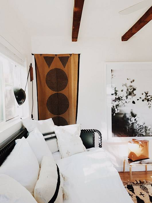 We can feel the Australian boho vibe in this tiny living space!  Seen at sfgirl