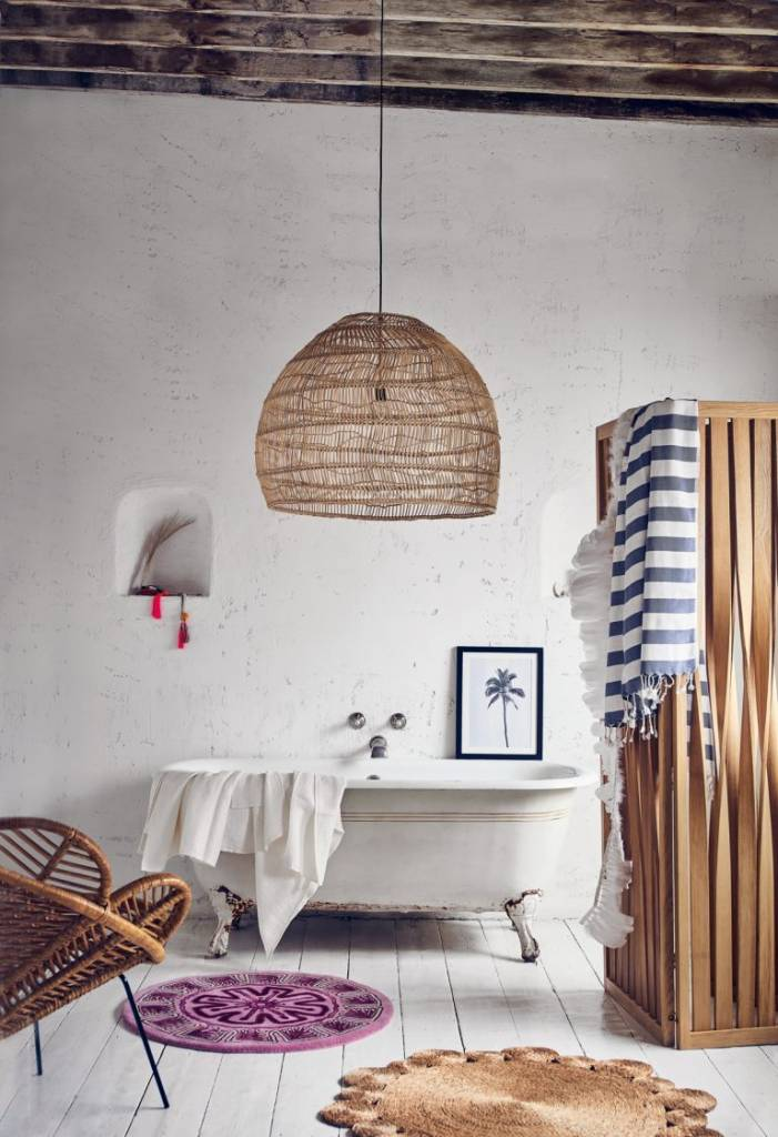 Classic craftmanship gives this bathroom a chilled-out vibe - Seen at Pinterest