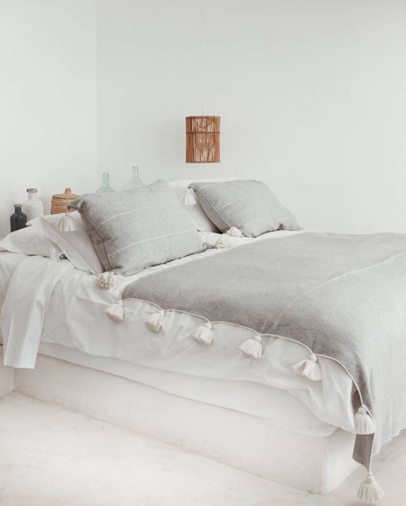 TineKHome Manta / Plaid de algodón marroquí con pompones - gris - 140x200cm - TinekHome
