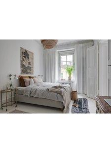 Un hermoso contraste de estilos en esta habitación escandinava elegante
