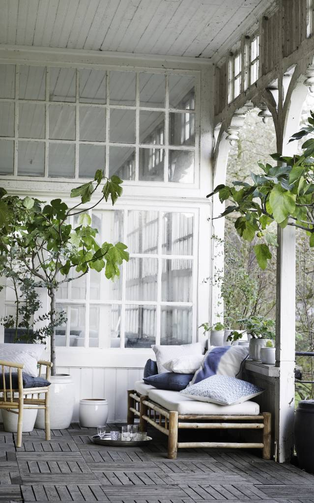 TineKHome Bain de soleil de jardin Bambou avec coussin en blanc - 210x80xh36cm - TinekHome