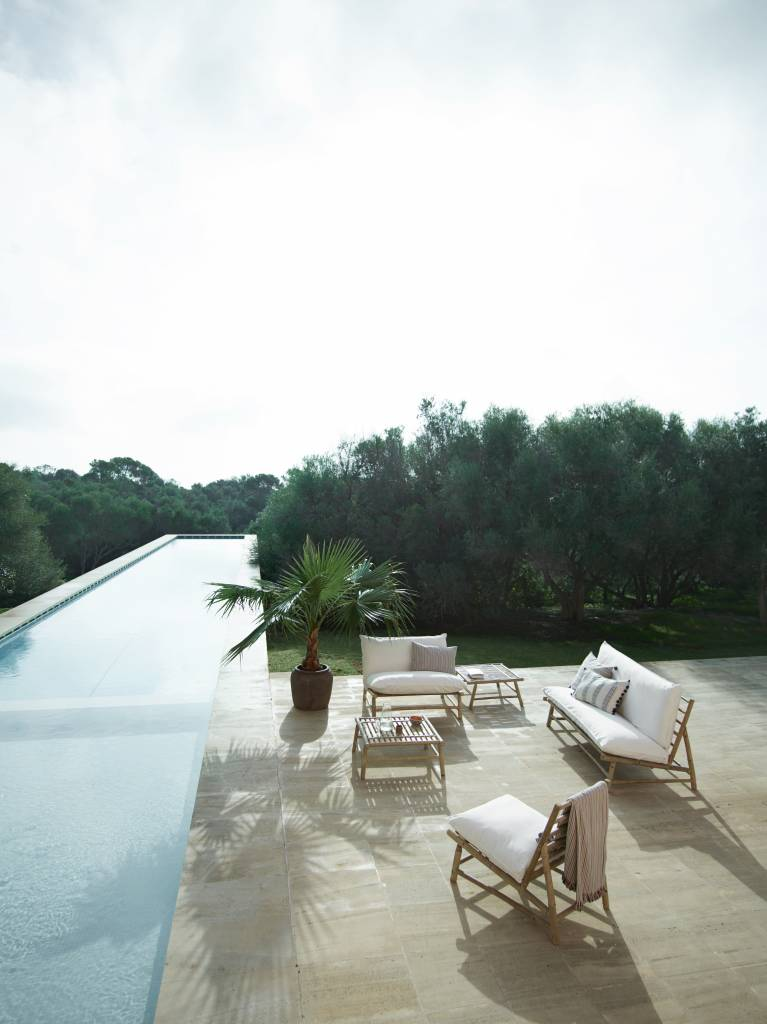 TineKHome Banco al aire libre de bambú con cojín - blanco/natural - 160x87xH45/80cm - Tinekhome - HK Living