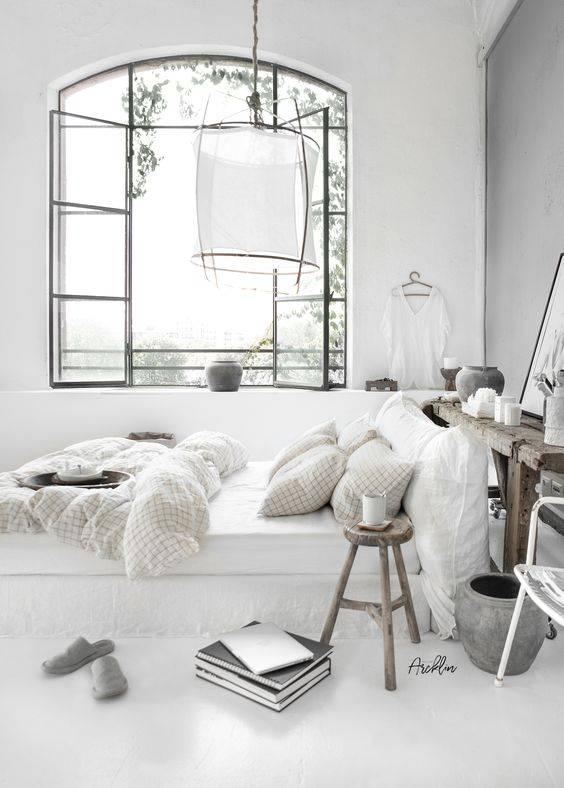 Une chambre à base blanche et claire! vu sur Pinterest