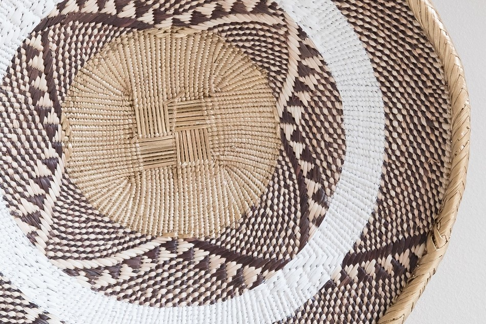 Petite Lily Interiors Tonga basket natural S - Gold Striped - Ø30-35cm