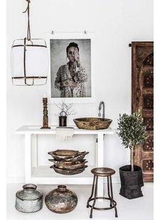 Una agradable mezcla étnica con accesorios hechos a mano, lavados y restaurados.