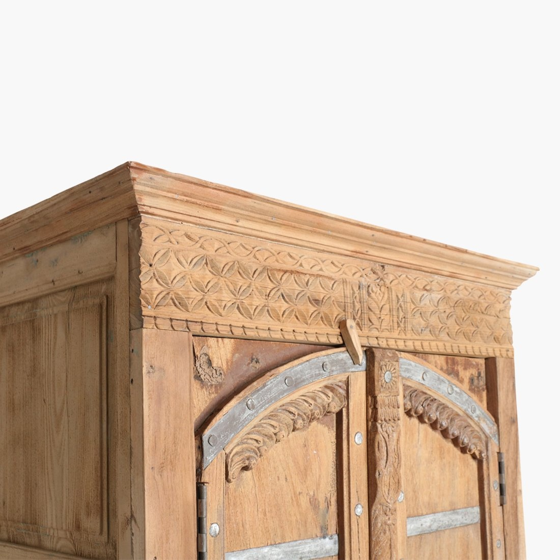 Petite Lily Interiors Armoire indienne - bois & métal - h202x101x55cm - Pièce unique