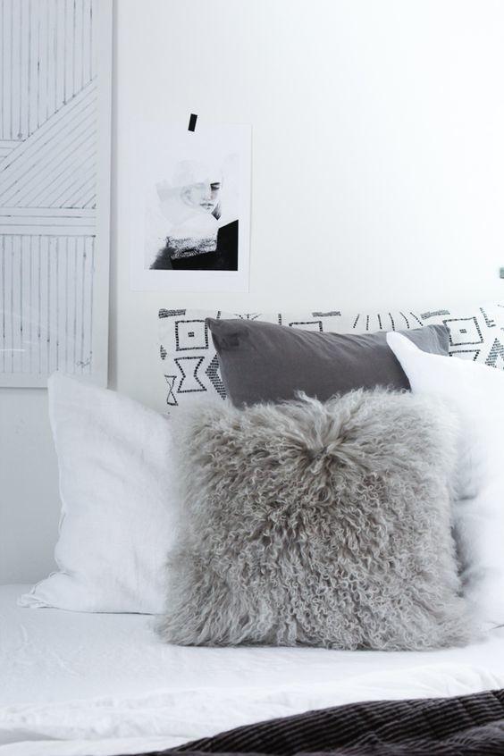 Bloomingville Coussin en peau d'agneau Tibet - gris - 35x35cm - Bloomingville
