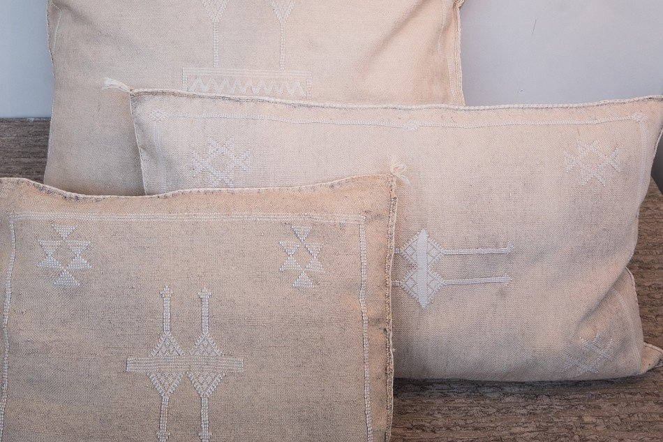 Petite Lily Interiors Moroccan Silk Cushion Cover - Offwhite Oblong - 80x50cm