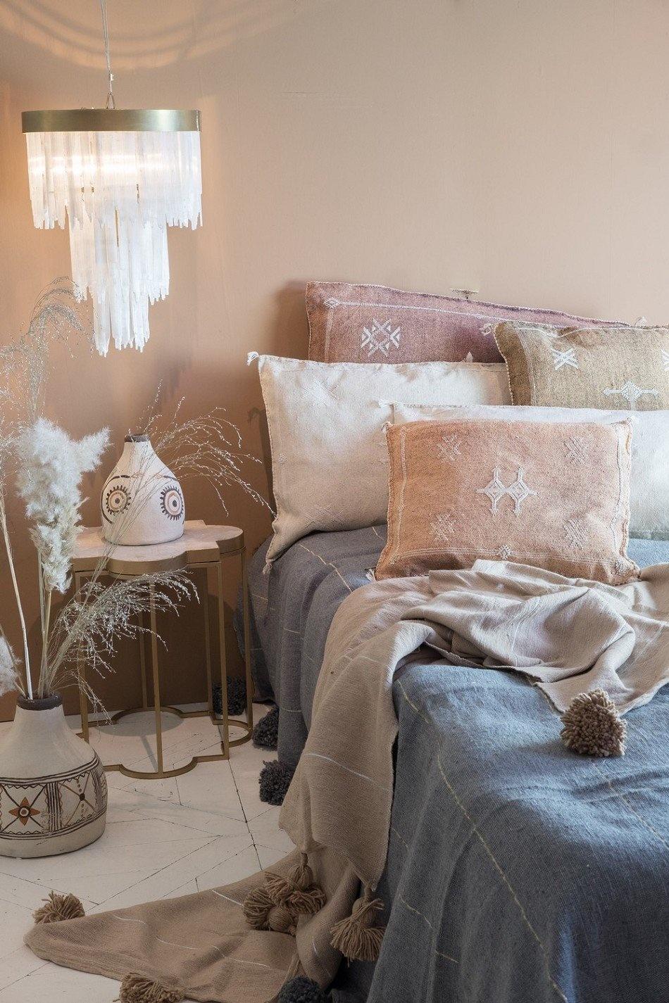 Petite Lily Interiors Moroccan Silk Cushion cover - Blush Oblong - 80x50cm