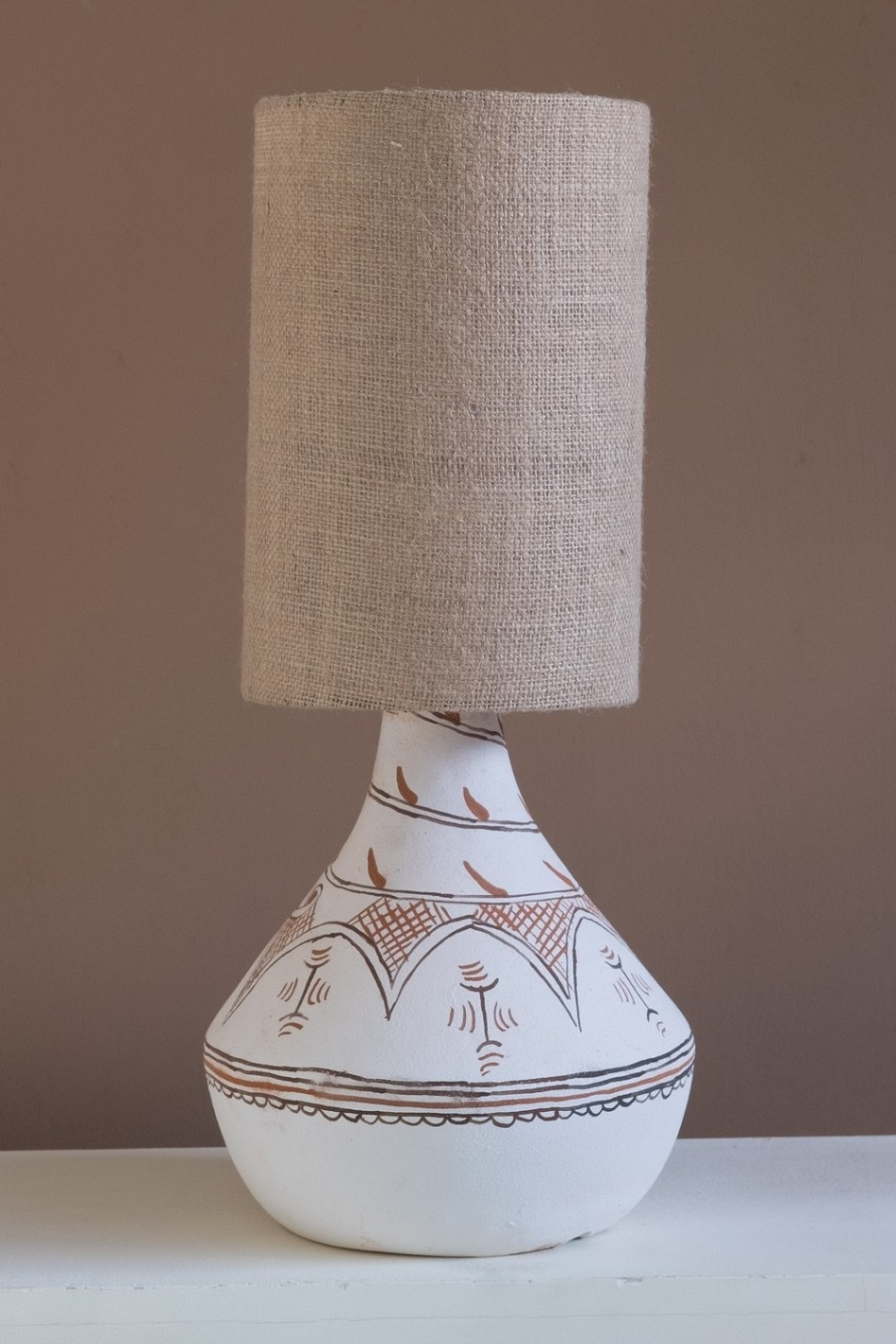 Petite Lily Interiors Lampe de bureau Tribal - céramique / lin  - Ø26x59cm