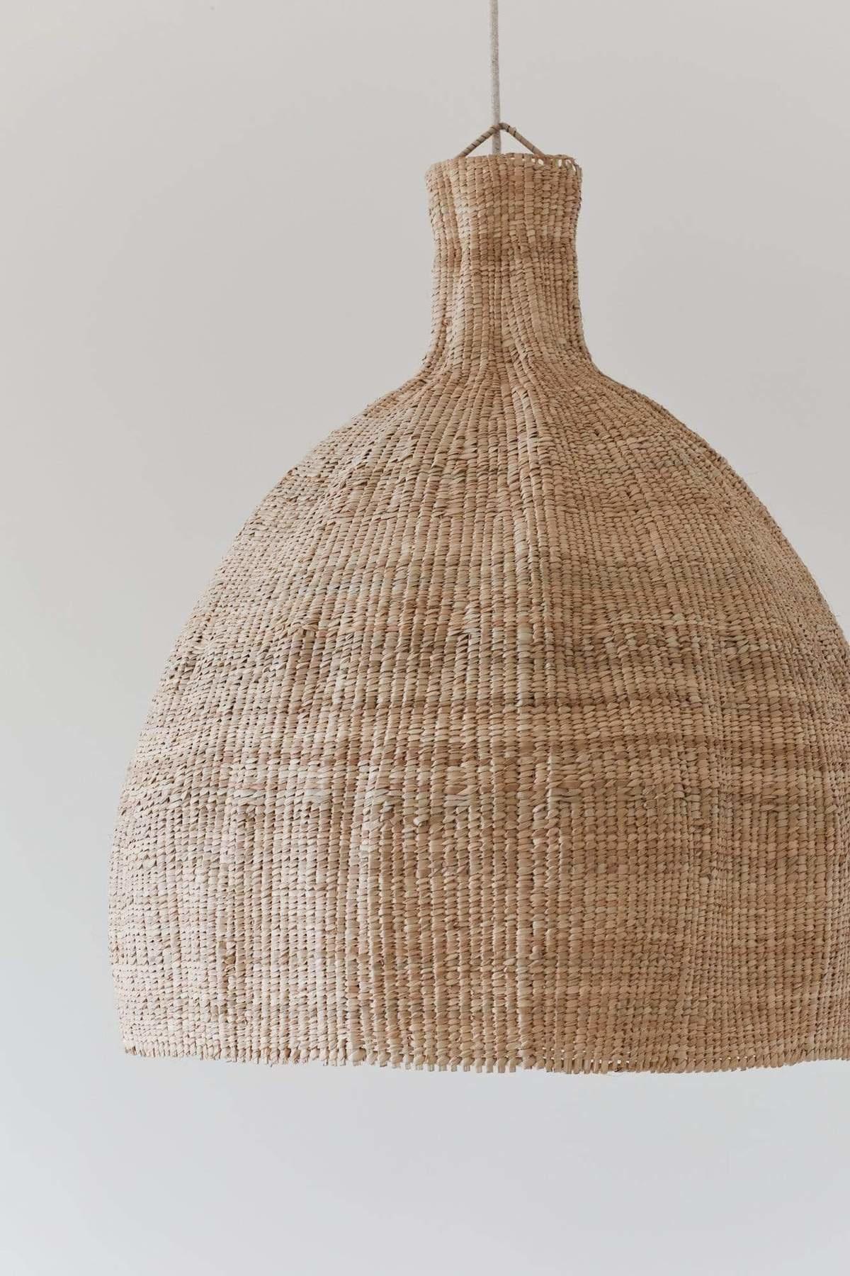 the dharma door  Lampe Suspension Tonga en fibres de palmier  - natural - Ø56-H65cm