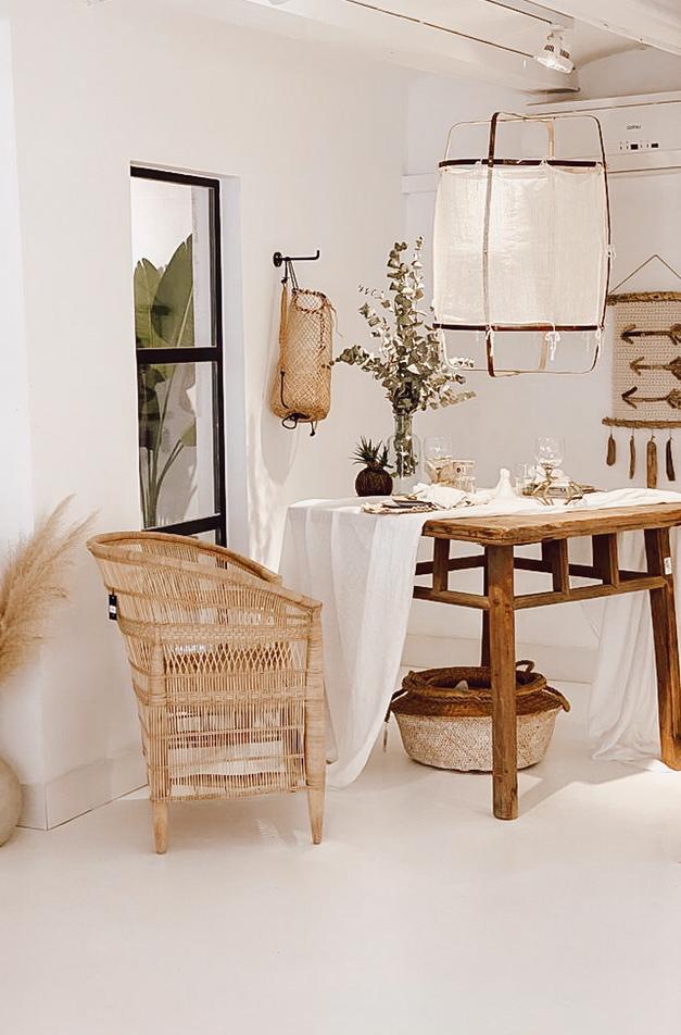 Petite Lily Interiors Table de salle à manger bois brut recyclé - 91x91x81cm