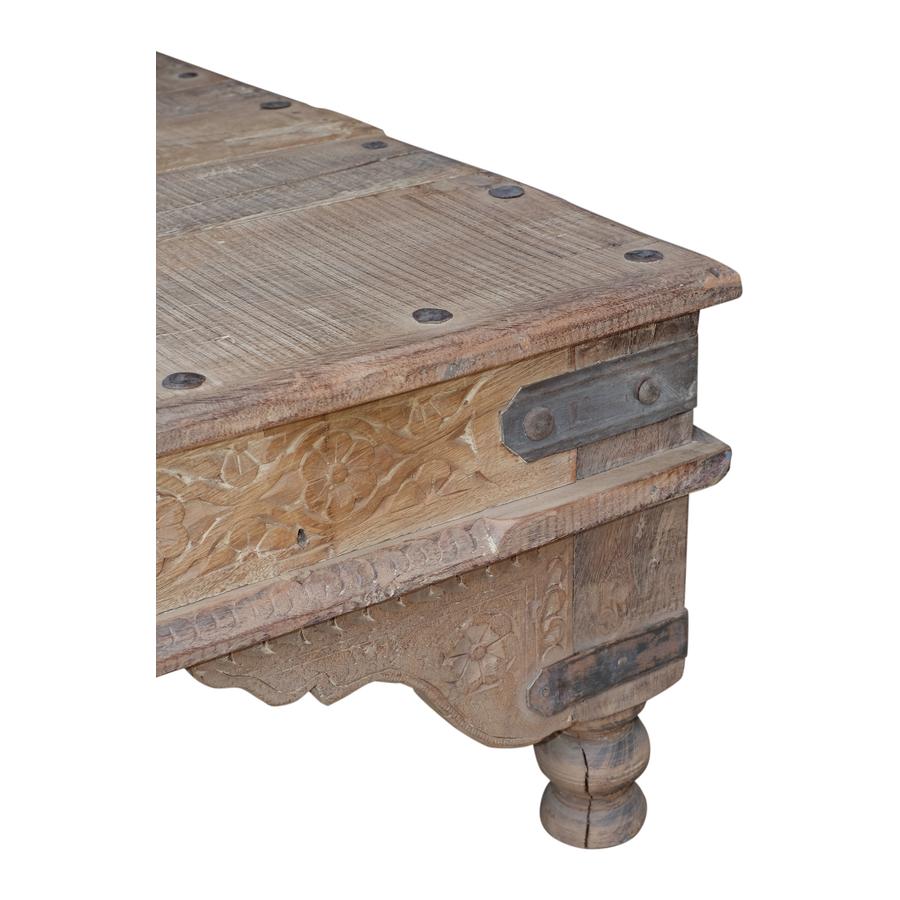 Petite Lily Interiors Table basse indienne en bois - 180x112x40cm - piece unique