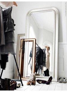 (Big) mirrors are fashion! seen on Pinterest