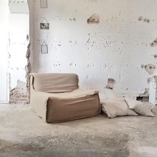 Decoración Rústica con diferentes tonos de Beige y Arena por Paulina Arcklin - visto en Instagram