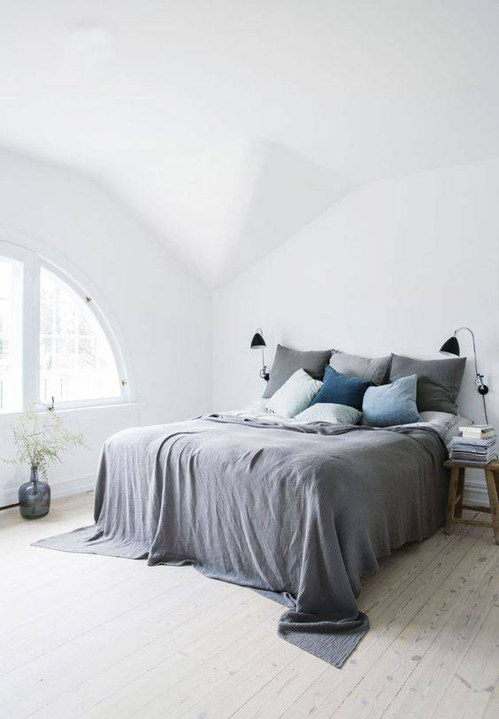 Scandinavian decor with gray bedding - Seen on Pinterest